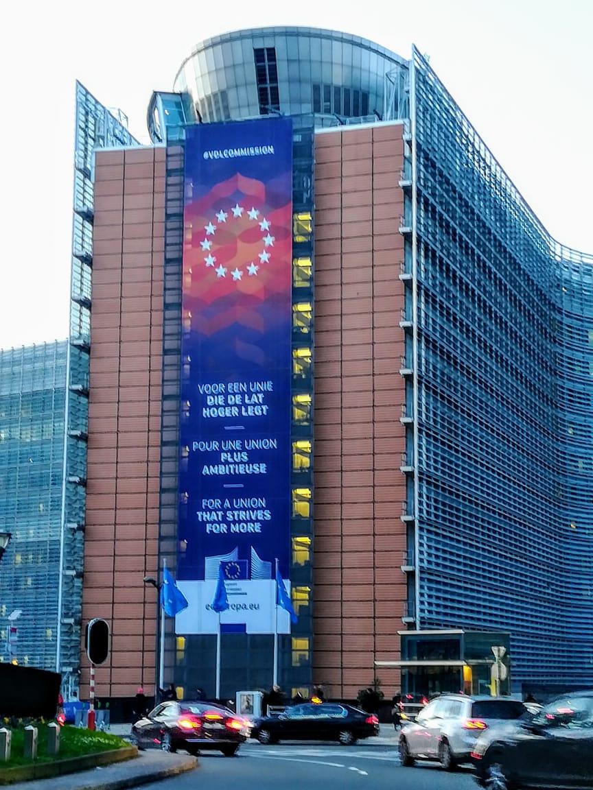 La Comisión Europea. Esta foto podria ir de principal en la portada